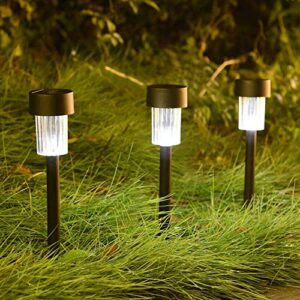 Shows the solar lights which are installed in outdoors such as lawns, parks and gardens.